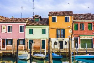 houses on the water in venice