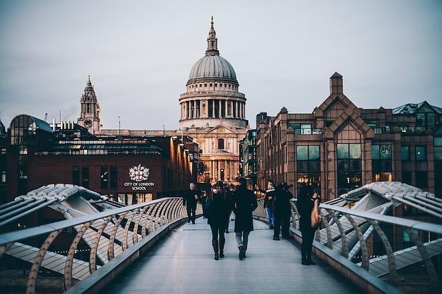 Romantic honeymoon views of London