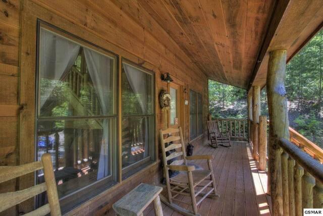 Honeymoon Cabin with Hot Tub in Gatlinburg