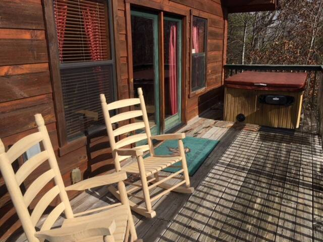 Dreamweaver Cabin front porch with hot tub and rocking chairs