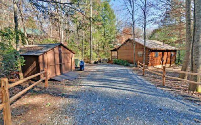 Lullwater Creekside Cabin