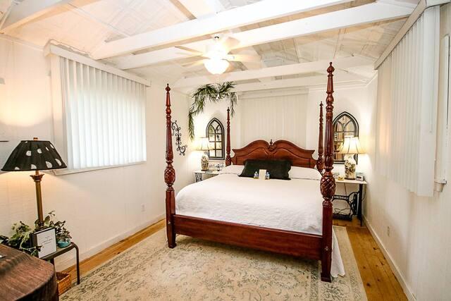 bedroom of cabin in Tyler Texas