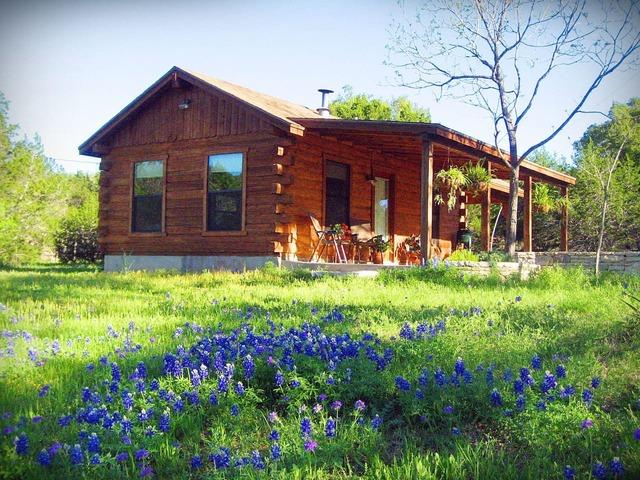 Texas classic log cabin exterior