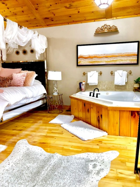 romantic Gatlinburg cabin with jacuzzi in bedroom