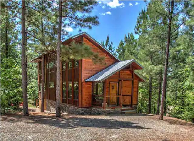 exterior of Birdhouse Luxury Cabin