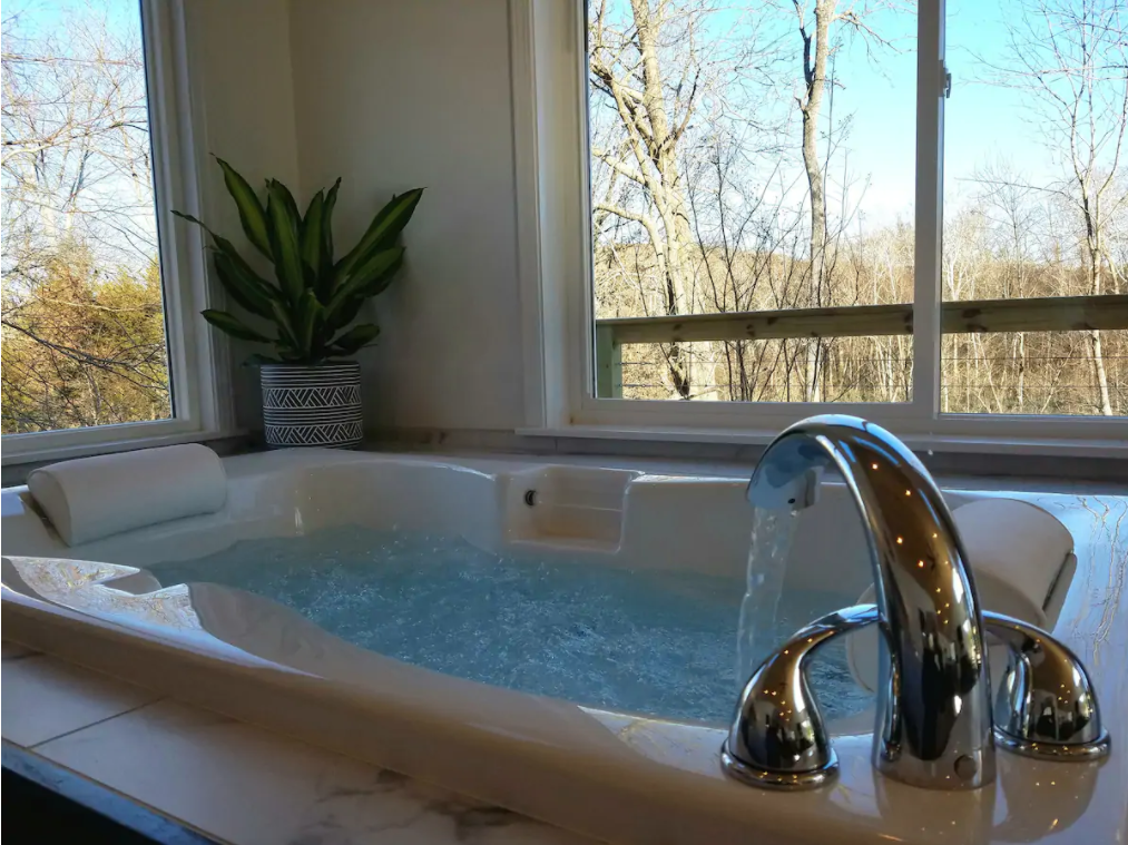 Jacuzzi tub in cabin with view
