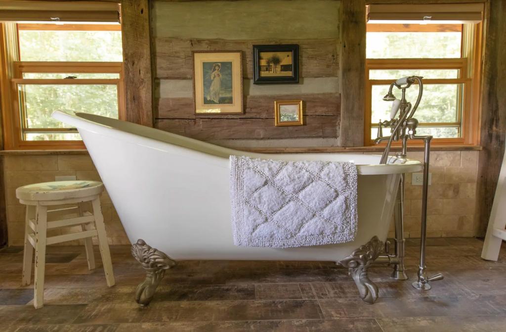 Romantic Chestnut Cabin in Boone, North Carolina soaking tub