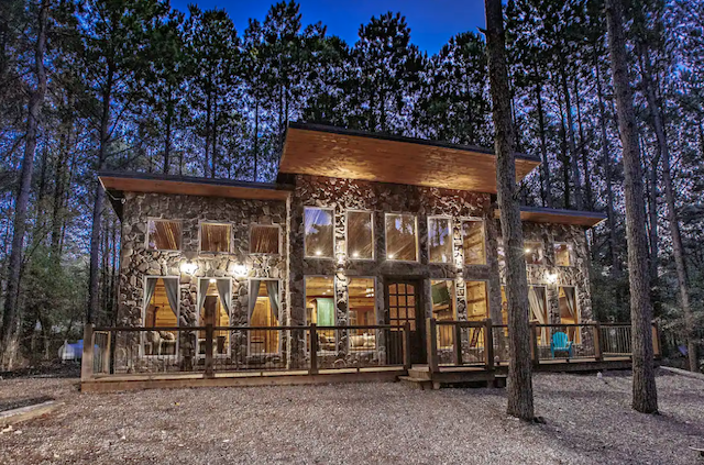 Scarlett Ridge Cabin exterior